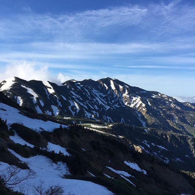 おはようございま~す。今日は白山登山。今頃珠雄は、ぼやいているだろうな〜別山が綺麗です。